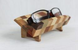 寄木のメガネ置き