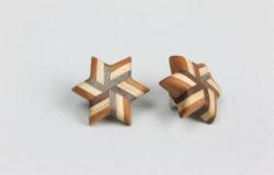 寄木のストライプ星形ピンブローチ